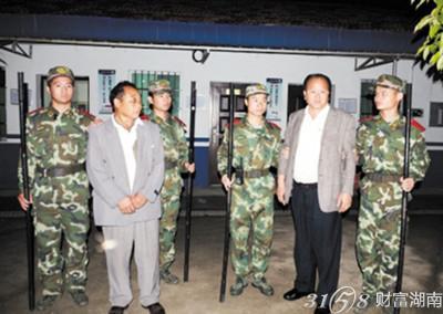 岳阳农民假冒联合国高官闯监狱提人图片