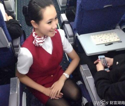 性感 诱惑 空姐/空姐蹲式服务走红乘客备受尊重,这是一个追求完美的时代。