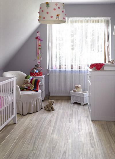 如木地板,木墙裙,木吊顶,塑料制品,壁纸,墙布,地毯等,当这些材料被