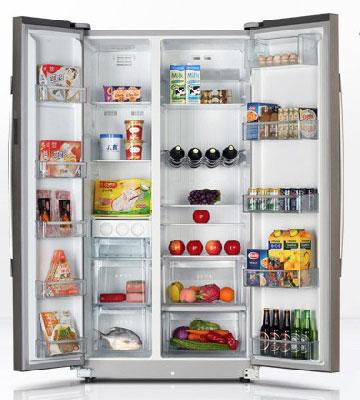 而风冷冰箱则是将蒸发器隐藏在冰箱内部,通过设置风扇和风道来传输