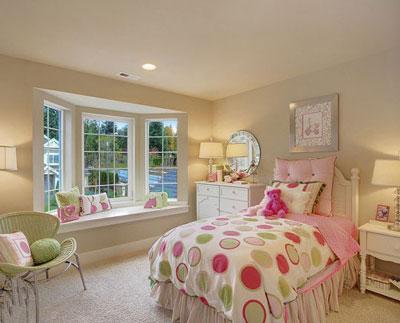 室内装饰设计; 卧室飘窗装饰 增容空间小秘诀; 简约甜美卧室飘窗设计