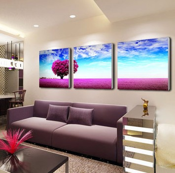 也可选用暖色调的装饰画,因为卧室是每个户主最能感受到家的温馨和