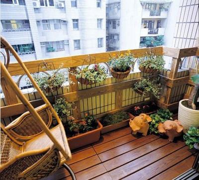 小编推荐:这套长条形的阳台设计