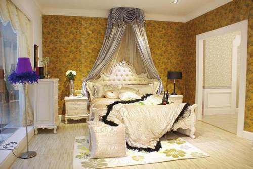 丝绒带着神秘与复古的气质,点缀宫廷式的床头背景,配上雕花的环扣图片