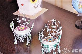 今天教大家用废弃的易拉罐做成一个椅子工艺品