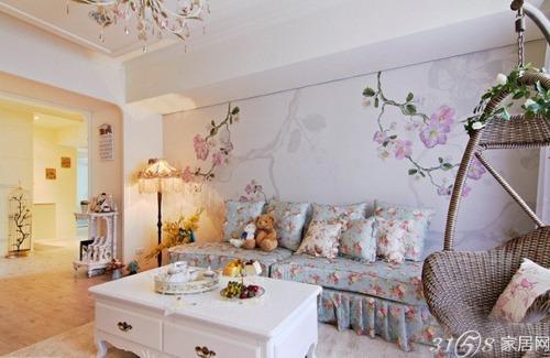 欧式田园风格的沙发当然要搭配田园风格的彩绘背景墙