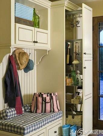 简单的吊柜加底柜的组合方式,这款二字形实木玄关衣帽柜收高清图片