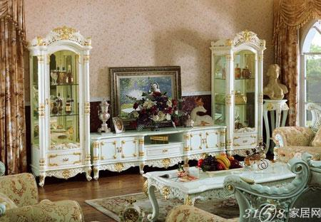 奢华一面,完美展示了欧式的宫廷气息.在电视柜的两端,设计师