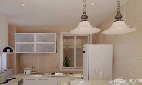 经典的白色橱柜和吊灯衬出典型的欧式风味,岛台侧面的小图案增加了