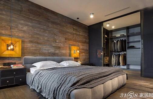 卧室木地板搭配的室内设计图片 最后卧室运用了loft风、简约的设计。灰色针织毛毯、复古木地板墙壁、微黄的灯光,让卧室空间舒适温暖。 设计师利用最大胆的理念和构造,创造出一个工作娱乐两不误的理想居住环境,兼备功能和舒适属性,为单身人士创立自己的轻松天地。