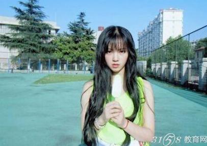 有网友爆料称校花黄灿灿并不是武汉大学的女神