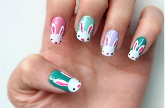 童心未泯的你,还是喜欢一些可爱卡通的造型呢,没关系,美甲可以帮你完成这些小愿望。下面小编就为大家准备了三款2013最新款美甲图片,款款造型可爱颜色靓丽,一起来看看吧! 1.五颜六色的兔子美甲图片创建这些好奇可爱的小兔子,你只需要选择你喜欢的底油颜色,然后白色兔头和粉红耳朵边框以及黑色小眼睛。 2.