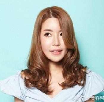 >>2014韩国流行发型 女生长发清新亮丽