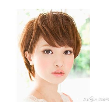 适合方脸mm发型 轻松打造完美脸型
