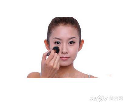 粉底液正确使用方法 清透底妆抹出来