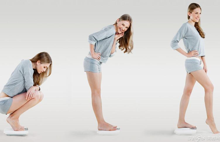 懒人瘦身减肥方法:脖子运动操 1。头颈自然放松,使下巴向肩部方向慢慢转动,当下巴转到肩部时,停留几秒钟,然后还原。左右各做20次。 2。头部后仰,用双拳撑住下颌两侧,两肘关节相并,头尽最大力向后仰,停留片刻,重复20次。 3。身体俯卧在长凳或床上,将头部探出,并与地面平行,再尽最大力抬高,停留片刻,重复10次。 4。面对墙,双臂支撑,与身体保持垂直。两胯向前移动,挺胸向前,头部尽力向上抬举,双脚站立不动,稍停片刻还原,重复10次。 5。虽然骨骼没有生长,但长期进行这组颈部拉伸动作,可以改变以往脖子向前弯