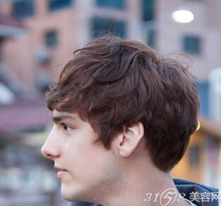 男生齐碎刘海发型 展现你不同风格的你