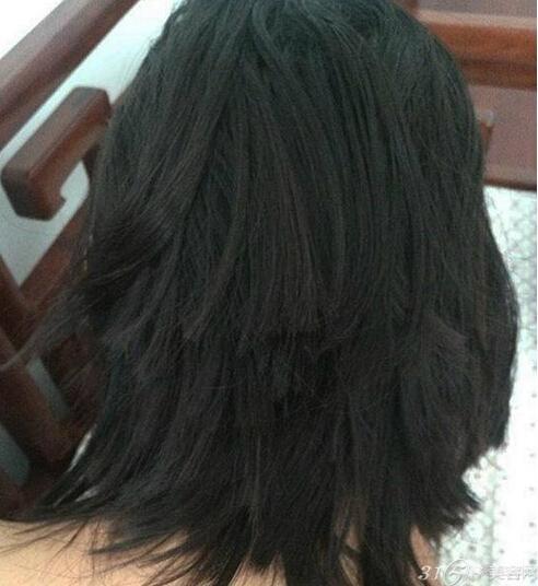 女人头发被剪图片