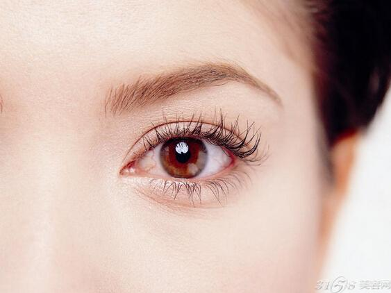 神奇眼妆10分钟改善浮肿双眼
