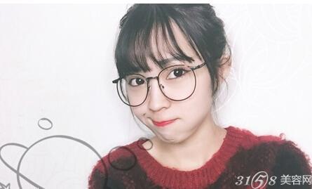戴眼镜的女生怎么化妆?