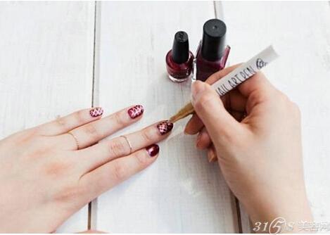 教你自己在家怎么做指甲?