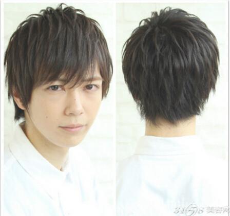 男生斜刘海短发发型 修颜还显气质