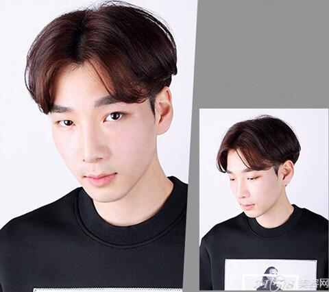 时尚看点:这款韩国男生短发利用中分的刘来衬托出时尚帅气之感,同时还能凸显出立体五官与精致的脸庞,将耳上双鬓的头发推平,轻松就露出双耳,更加显干净气质,加上上浅棕色的染发就更加具有时尚潮范了。 LOOK3