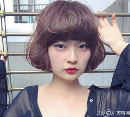 瘦脸女生短发发型 大圆脸也能驾驭图片