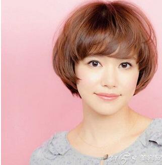 方形脸适合什么短发?