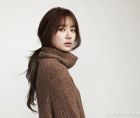 所以建议选空气刘海的女生留短发或中长发.