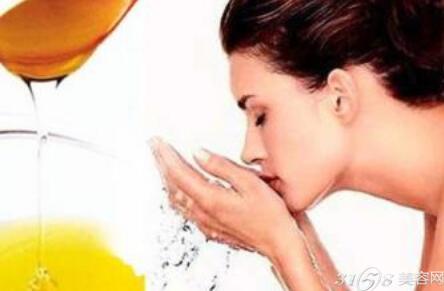 如何正确用蜂蜜洗脸 蜂蜜洗脸的步骤