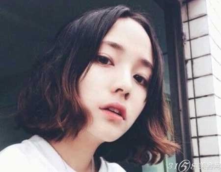 韩国齐肩短发微卷发型图片