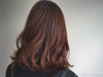皮肤黄的人染什么颜色的头发显白?黄皮肤适合什么样的颜色的头发?