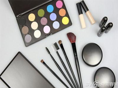 开化妆品加盟店需要了解哪些?