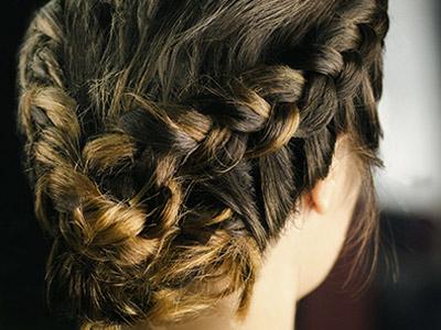 新娘头发造型怎么弄好看?