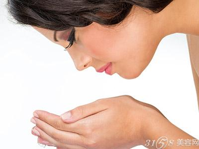 女生洗脸的正确方式你洗对了吗?