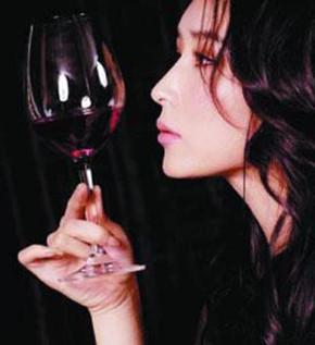 喝酒的女人唯美图片美女喝酒图片喝酒的女人女人喝酒