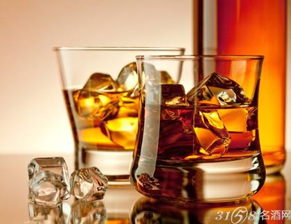 马德拉等葡萄酒桶和橡木桶中缓慢成熟时酒