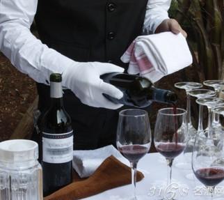 倒葡萄酒的方法技巧 红酒倒酒会不会起泡沫