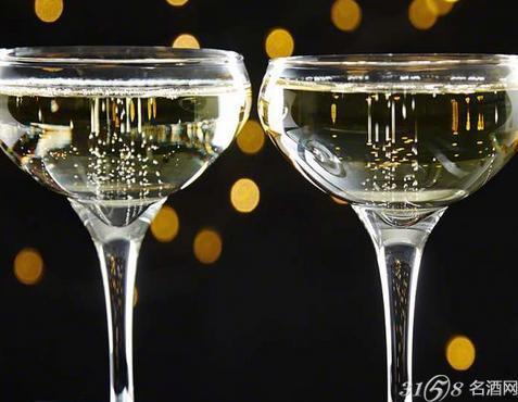 喝香槟酒用什么酒杯?