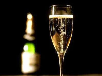 香槟杯的历史简介
