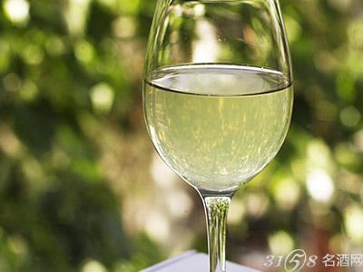 白葡萄酒是用什么葡萄酿制的?