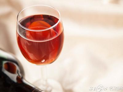 开高档红酒加盟店要怎么装修