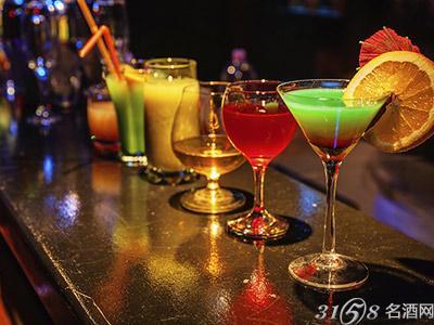 品不同的酒时要用什么样的杯子