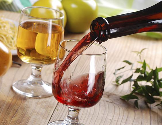 正确清洗葡萄酒杯的操作流程