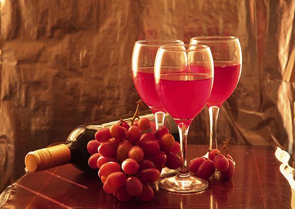 适量饮用红葡萄酒有助于运动员提高竞技水平