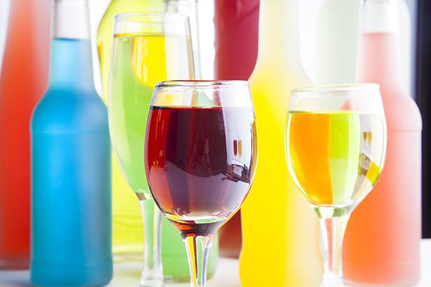葡萄酒颜色主要由哪些方面来决定