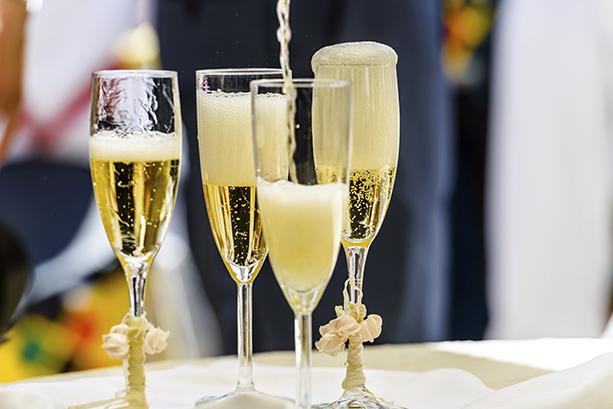 香槟酒的气泡是怎么形成的