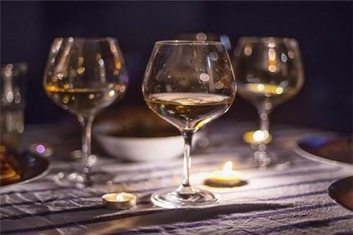 红酒的正确喝法是什么 红酒怎么喝才好喝