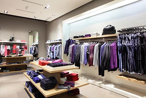 15万发家创业,这位草根创业者4年开了8家服装店